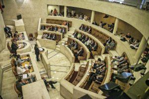 Cantabria aplaza obras, reduce gastos y suprime subvenciones y eventos para dotar el plan de ajuste con cerca de 52 millones de euros